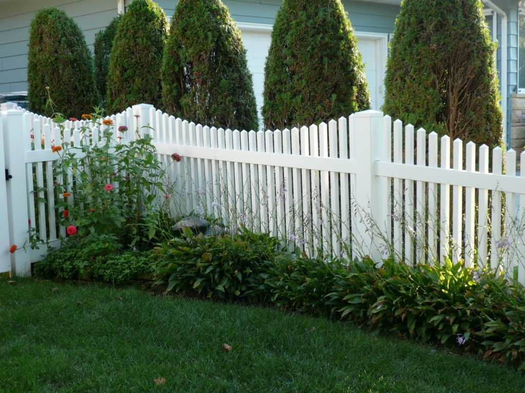 White vinyl picket fence Arlington VA