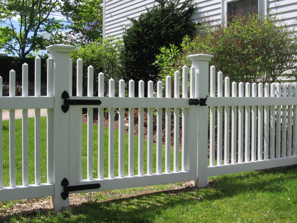 White vinyl picket fence Lorton VA